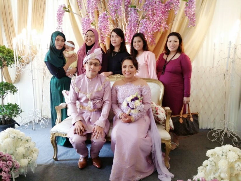 Us girls with the radiant Bride & Groom. Missing akak Farhana kita!